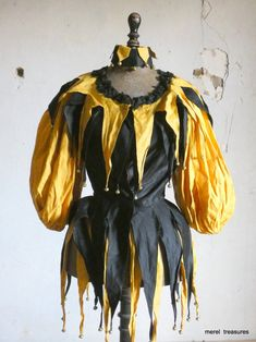 Antique ca 1900 French made court jester costume Jester Costume, Jester Hat, Court Jester, Jester Outfit, Broadway Costumes, Burlesque Costumes, Gothic Steampunk, Steampunk Clothing, Victorian Gothic