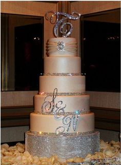 Wedding Cake Love the Bling