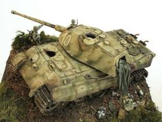 Model Pictures, Model Photos, Armoured Personnel Carrier, Tiger Ii, Scale Art, Tiger Tank, Military Diorama, Military Modelling, Military Army