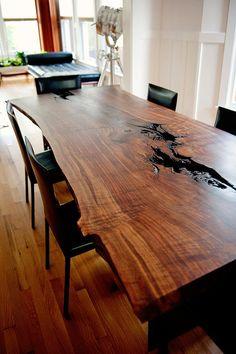 Prachtige boomstam tafel van Amerikaans Notenhout. Wilt u ook graag zo'n tafel? Neem dan contact op met de Tafelfabriek info@detafelfabriek.nl