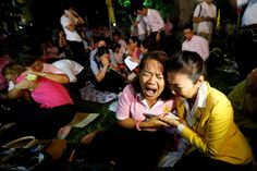 People weep after an announcement that Thailand's King Bhumibol Adulyadej has died, at the Siriraj hospital in Bangkok, Thailand, October 13, 2016. REUTERS/Chaiwat Subprasom, October 13, 2016