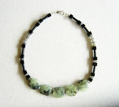 Collar Prenita, Labradorita y Ónix negro. Necklace Prehnite, Labradorite and black Onix