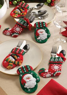 Christmas Table... I think this would be a cute idea with plain knitted children's mittens too! I love mittens!