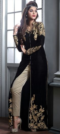 446426 Black and Grey color family Party Wear Salwar Kameez in Velvet fabric with Machine Embroidery work . Pakistani Dresses, Indian Dresses, Indian Outfits, Pakistani Couture, Pakistani Suits, Pakistani Bridal, Salwar Suits, Mode Bollywood, Bollywood Fashion