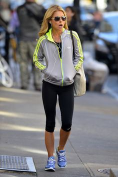 Kelly Ripa - Kelly Ripa Goes to the Gym