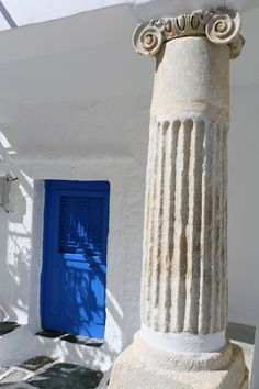You can see a lot of ancient piece in structure /walls next subsequently building ! Beautiful Islands, Beautiful Places, Beautiful Scenery, Greek Blue, Greek Key, Travel Around The World, Around The Worlds, Greece Architecture, Interior Design History
