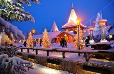 O Santa Claus Holiday Village à noite, em Rovaniemi, Finlândia © Tarja Ryhannen Mitrovic #Finlandia #momondo