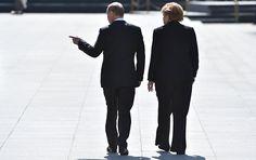 Russlands Präsident Wladimir Putin und Bundeskanzlerin Angela Merkel haben bei einem Telefonat die Lage in der Ukraine und in Syrien erörtert. Das teilte die Pressestelle des Kremls am Donnerstag nach dem Gespräch der beiden Politiker mit.