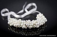 Náhrdelník z bielych perličiek / MariN. Beadwork, Beaded Jewelry, Art, Art Background, Pearl Embroidery, Pearl Jewelry, Kunst, Performing Arts, Bead Jewelry