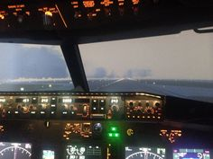 #landing at #Seattle #airport with a #boeing #737NG #flight #simulator at #aerosimexperiencemontreal #ILS 34R