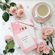 Pink and rose-themed flatlay inspiration Blog Instagram, Photo Pour Instagram, Disney Instagram, Flat Lay Inspiration, Love Time, Flat Lay Photography, Pink Photography, Coffee Photography, Mobile Photography