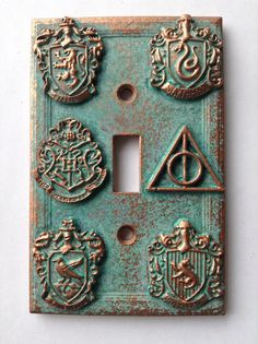 Harry Potter (House Crests) Light Switch Cover - Aged Copper/Patina or Stone (Copper/Patina) Harry Potter Bathroom, Harry Potter Nursery, Harry Potter Decor, Harry Potter Houses, Harry Potter Light, Cover Harry Potter, Aged Copper, Potters House, Fans