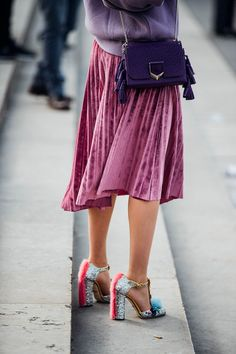 Velvet and pleated skirts - Paris Fashion Week Street Style 2017 British Vogue Looks Street Style, Street Style 2017, Street Style Trends, Looks Style, Street Chic, Pink Street, Fashion Mode, Look Fashion, Street Fashion