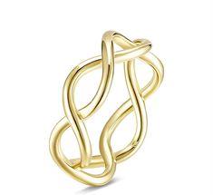 Es un anillo de oro amarillo con el símbolo infinito ideal para mujer o para niña. Tiene varias tallas disponibles y es un regalo ideal para Navidad, Cumpleaños o incluso San-valentín Ocean Jewelry, Stylish Rings, Latest Jewellery, Silver Necklaces, Criss Cross, Jewelry Collection, Gold Rings, Plating, Sterling Silver