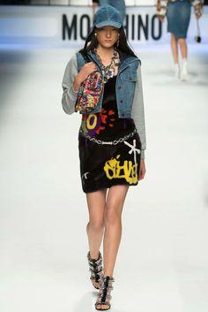 Moschino Fall 2015 Ready-to-Wear Fashion Show - Yumi Lambert