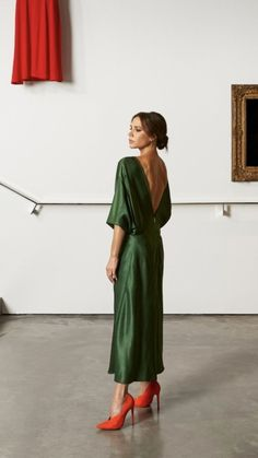 Day 5 if your style is masculine wear something feminine ester haute couture 2018 2019 wedding dresses Looks Style, Style Me, Style Victoria Beckham, Victoria Beckham Dresses, Victoria Beckham Fashion, Vic Beckham, Feminine Mode, Feminine Fashion, Feminine Style