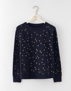 Add some excitement to your weekend wardrobe with our spotty top. Enjoy wearing this fun print without worrying about the wash – it's machine washable so you can bung it in with the kids' tees. It's also made from supersoft cotton to keep you comfortable (yay).