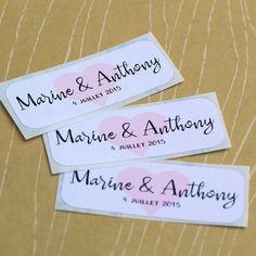 lot de 12 stickers blancs rectangulaires personnalisables prnoms et date coeur rose en fond - Tiquettes Autocollantes Mariage