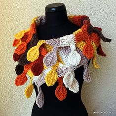 """Fast and easy crochet pattern Chunky Crochet Scarf """"Autumn Leaves""""."""