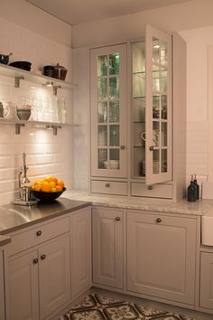 Kitchen Dining, Kitchen Cabinets, Dining Room, Country Kitchen, Home Kitchens, Sweet Home, House, Home Decor, Stockholm