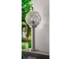 NISIA 1 to rodzina nowoczesnych lamp zewnętrznych. Stelaż lamp wykonano ze stali nierdzewnej w kolorze srebrnym, klosze szklane, kuliste, przeźroczyste, wewnątrz umieszczone zostały aluminiowe druciki, stanowiące ozdobę lampy. Klasa szczelności lamp to IP44. Produkt objęty gwarancją producenta.