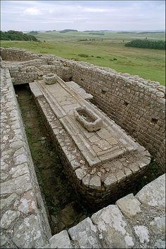 Hadrian's Wall: Vercovicium (Housesteads Roman Fort) : latrines