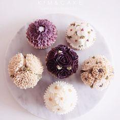 Beautiful purple #bakingclass#buttercream#cake#baking#수제케이크#weddingcake#버터크림케이크#꽃#flowers#buttercake#플라워케이크#wedding#버터크림플라워케이크#specialcake#birthdaycake#flower#장미#rose#디저트#케이크#cupcake#dessert#food#beautiful#부케#bouquet#instacake#꽃스타그램#flowercake#peony@yoon2222222