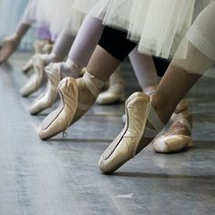 5 Reasons To Try Adult Ballet Class Pointe Shoes, Toe Shoes, Ballet Shoes, Dance Shoes, Dance Like No One Is Watching, Just Dance, Ballet Feet, Ballet Dancers, Ballet Class