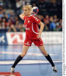 Karolina Siodmiak - Fotos | imago images Running, Sports, Image, Tops, Fashion, Pictures, Hs Sports, Moda, Fashion Styles