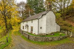 Upper Valley Farmhouse - 17th Century barn conversion in Wales