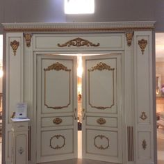 Doors in wood in Style design decoration with Real Gold arvestyle
