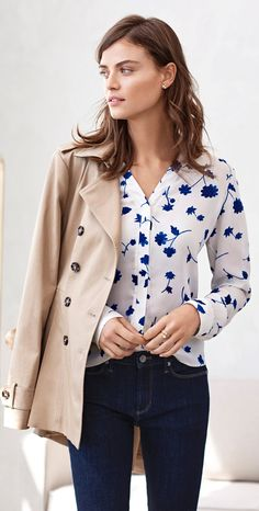 Add a Parisian chic touch to your look with our v-neck notch collar floral blouse. Pair this blue patterned top with jeans and heels for the perfect go anywhere look | Banana Republic