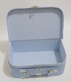 molde de maleta em cartonagem - Pesquisa Google Diy Storage, Storage Organization, Cardboard Crafts, Craft Box, Diy Box, Bookbinding, Fabric Covered, Handmade Toys, Soft Furnishings
