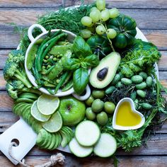 The weekly green reminder 😆💚 Don't forget your greens! 🤗 ---------------------------------- #avocado #lettuce #asparagus #lime #parsley #basil #pepper #cucumber #peas #radish #tomatoes #oliveoil #apple #broccoli #grapes #hazelnut