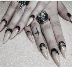 Guide to Acrylic Nails Your Guide to Acrylic Nails: Gothic Nail ArtYour Guide to Acrylic Nails: Gothic Nail Art Witchy Nails, Goth Nails, Stiletto Nails, Gothic Nail Art, Trendy Nail Art, Dark Nails, Super Nails, Halloween Nails, Halloween Makeup