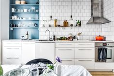 my scandinavian home: A lovely Swedish kitchen with blue accent