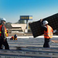 Instalación de paneles solares en una tienda IKEA
