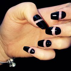 Acrylic negative space black almond shape nails on fleeeeek