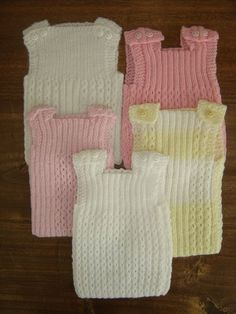 This Pin was discovered by Nur Crochet Poncho, Love Crochet, Crochet Baby, Knit Baby Dress, Knitted Baby Clothes, Knit Vest Pattern, Baby Vest, Baby Alpaca, Crochet Slippers