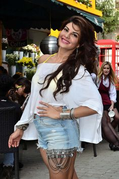 We have some hot sexy photos of our Bollywood actresses in shorts. Checkout Sexy Bollywood Divas Who Looks Sizzling In Shorts. Cute Celebrities, Indian Celebrities, Bollywood Celebrities, Celebs, Beautiful Bollywood Actress, Beautiful Indian Actress, Beautiful Actresses, Bollywood Heroine, Jacqueline Fernandez