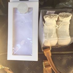 #CostantinoVitagliano Costantino Vitagliano: Grazie a Sabrina e Francesca per il bellissimo regalo #gift #regalo #bebè #baby #bimboinarrivo #tiaspettiamo #louisvuitton