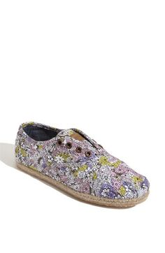 TOMS Bloom Cordones Slip-On, saw these at zumiez today and they are too cute in person + One for One (Toms gives a new pair of shoes to someone in need for every pair you buy!) wearables