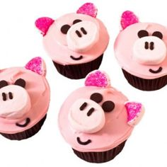 How to make piggy birthday cupcakes with chocolate chips and pink decorating sugar