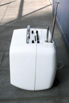 12'' LCD, DVB-T tuner, Composite AV (in-&output), VGA, USB, SD/MMC/MS-Card Reader, 12V socket (cigarette lighter)