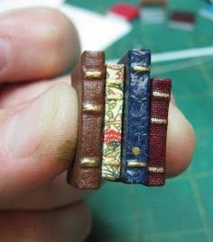 how to: stack of books #diy #tutorial #miniatures