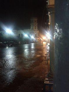 Lluvia plaza principal