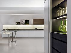 Dada Trim Kitchen designed by Dante Bonuccelli. Designed for fast-paced contemporary life through a combination of technology and functionality | Italian Design