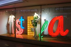 #STELLAMACCARTNEY #NEON #LETTERS #WINDOWDISPLAY