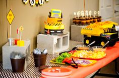 Google Image Result for http://174.121.10.220/~skeeping/images/stories/Construction_Birthday_Party_Table.jpg