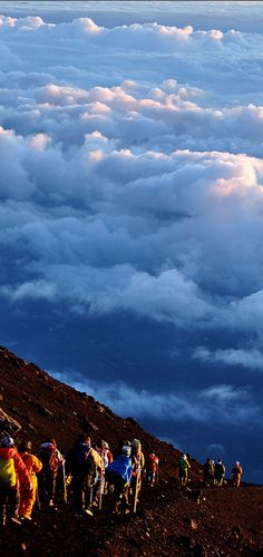 Descent from Mount Fuji in Japan • photo: Ashleigh Allen on Flickr